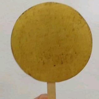 Non è uno stecco gelato 🍭😂... Ma il maedate a forma di disco solare che abbiamo restaurato  It's not an ice cream stick 🍭😂 ... But the sun disc maedate we have restored...  #armaturagiapponese, #japanesearmor, #restaurourushi, #suji-bachikabuto, #maedate, #sundisk, #conservazionearteorientale, #asianart, #asianartconservation, #tehen, #restaurolaccheorientali, #asianlacquerconservation, #restartconservazionebeniculturrali